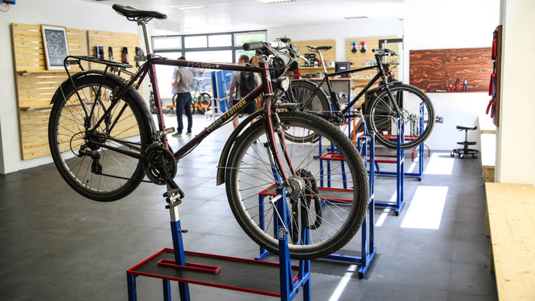 New do it yourself bicycle repair shop in reudnitz studentenwerk our do it yourself bicycle repair shop radgeber will have a younger sibling radschlag opens on 1 june in reudnitz at both locations students can solutioingenieria Image collections