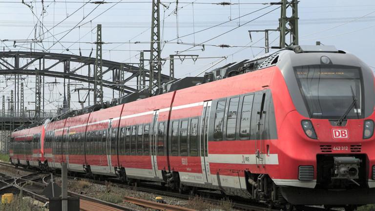 Regionalexpress Dresden-Leipzig. Falk2 Wikimedia Commons