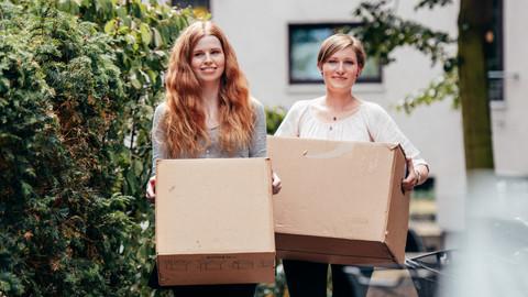 Studentinnen beim Umzug. Studentenwerk Leipzig