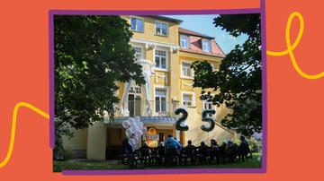 Kinder und bunte Luftballons zum Geburtstag vor der Villa Unifratz.
